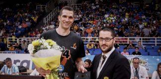 Η ΑΕΚ τίμησε τον 'πρώην' Μίλαν Μιλόσεβιτς
